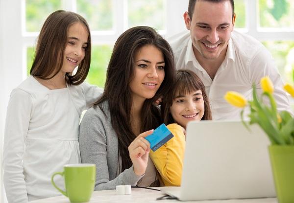 familia-comprando-internet