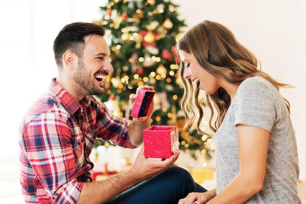 hombre-regalo-mujer