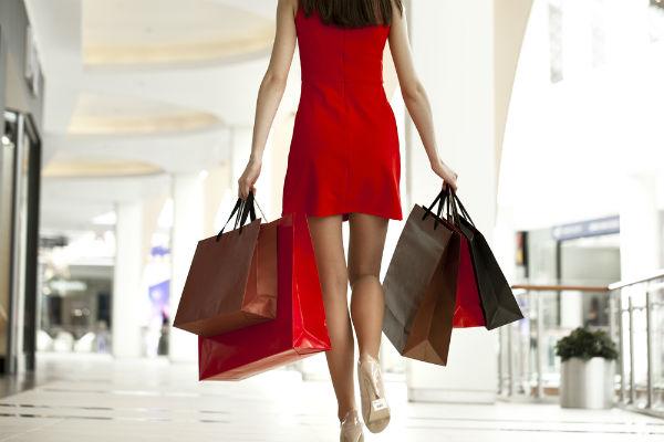 mujer-bolsas-regalo