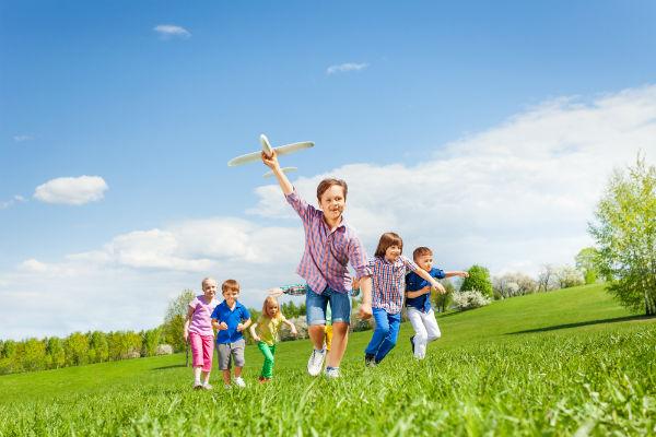 niños-parque-corriendo