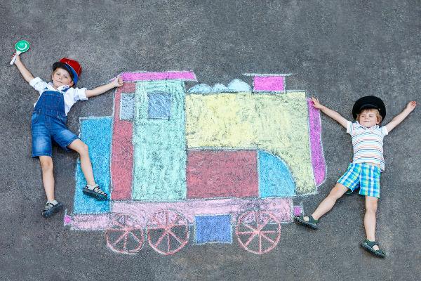 niños-pintura-tren