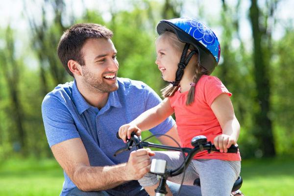 Andar en bicicleta o patinar