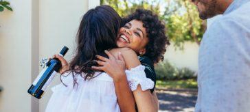 5 razones para morir de felicidad al escuchar la puerta de tu casa en amor y amistad